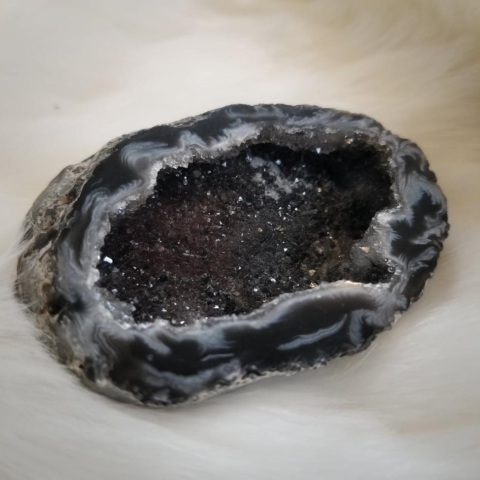 Dark Banded Agate Pot